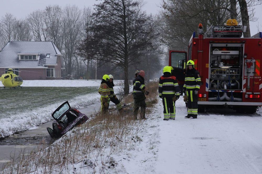 Bestuurder raakt gewond bij eenzijdige ongeval in Langezwaag