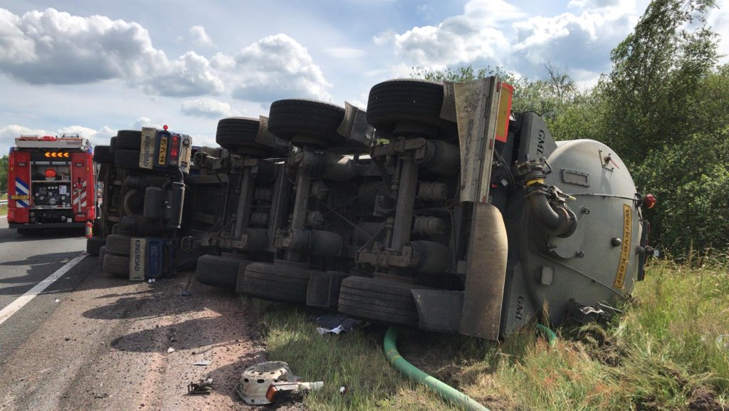 Vrachtwagenchauffeur gewond Na Verkeersongeval op de A32 bij Meppel
