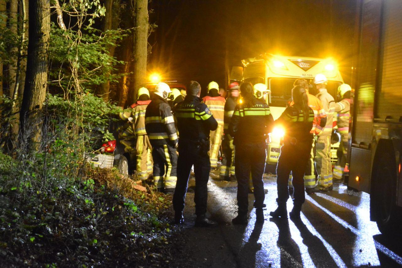 bestuurder raakt bekneld na eenzijdig ongeval bij Beetsterzwaag