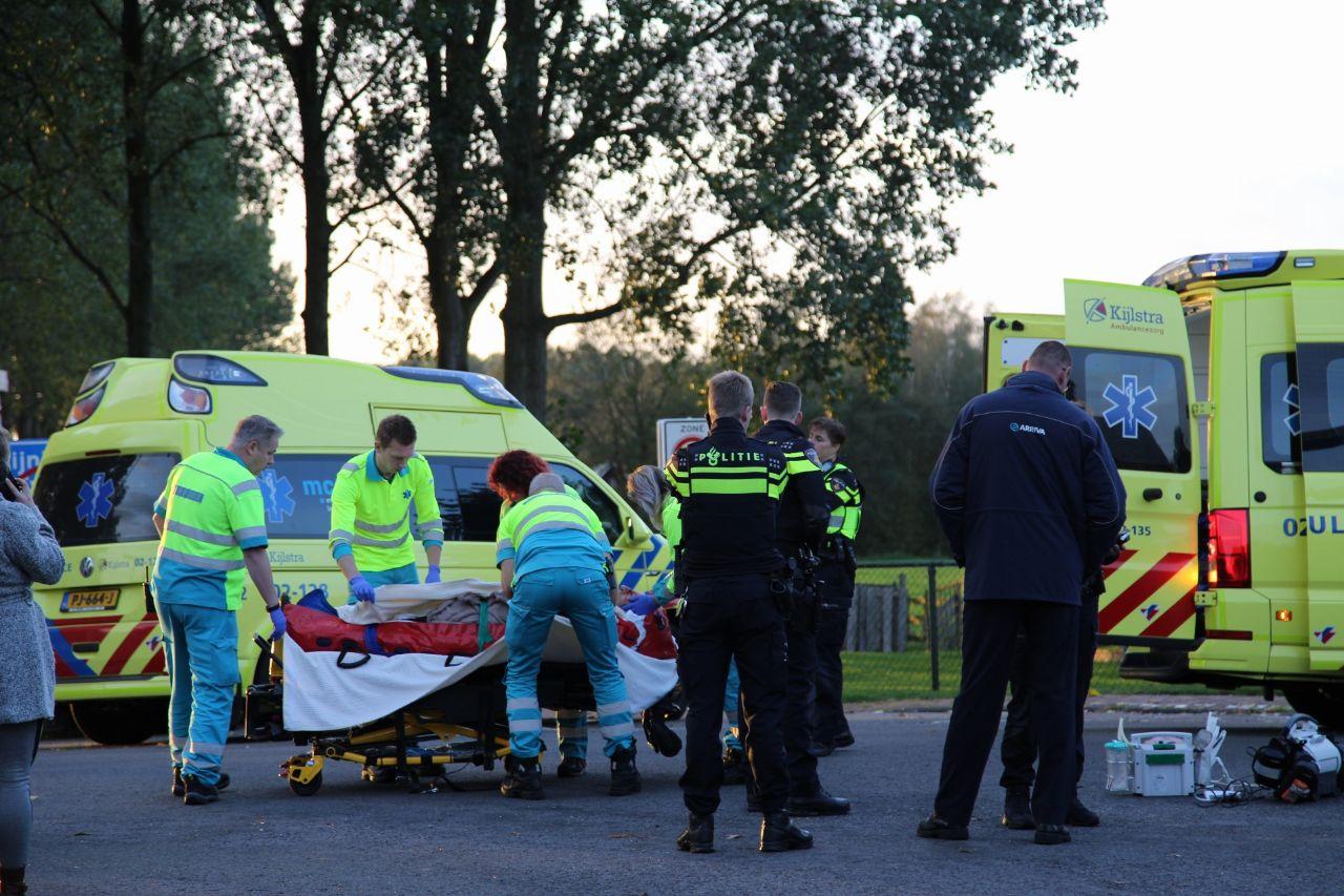 Fietser raakt ernstig gewond na aanrijding met lijnbus bij Tijnje