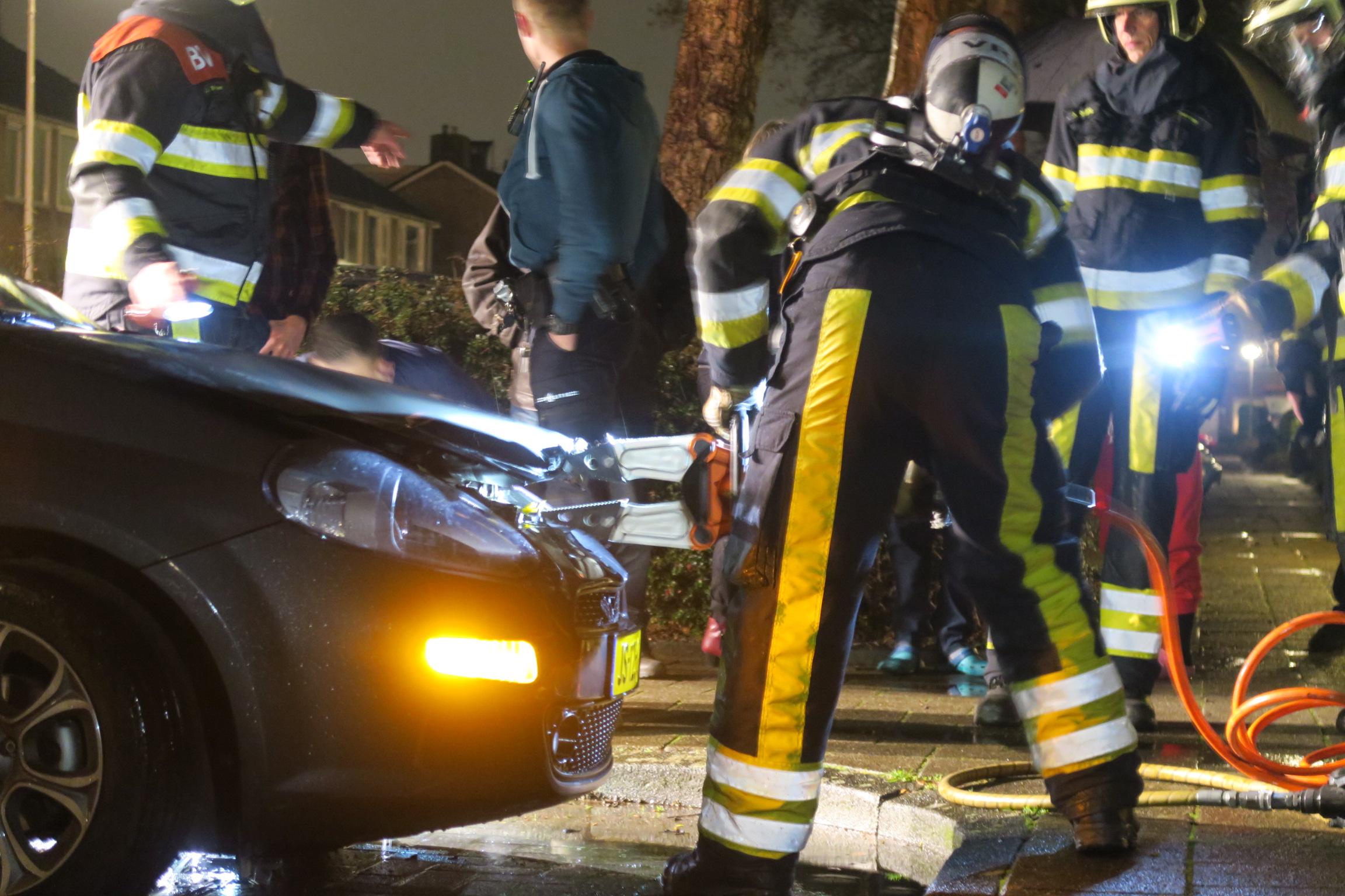 Autobrand in Drachten bewoners horen harde knal