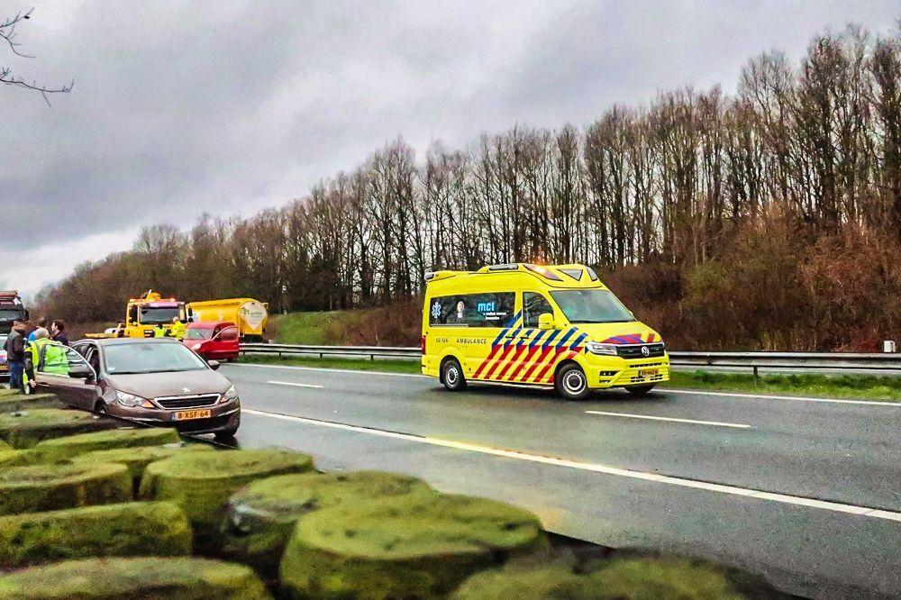 Eén persoon gewond bij ongeval op de A7 bij Drachten, weg afgesloten