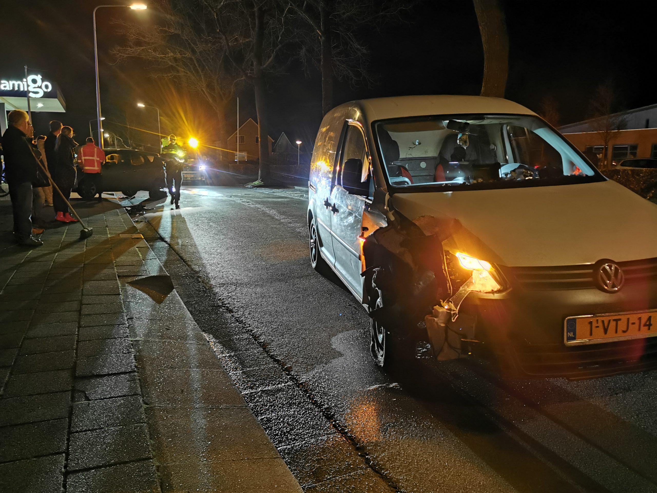 Flinke schade na Aanrijding tussen twee auto's in Harkema inzittenden ongedeerd