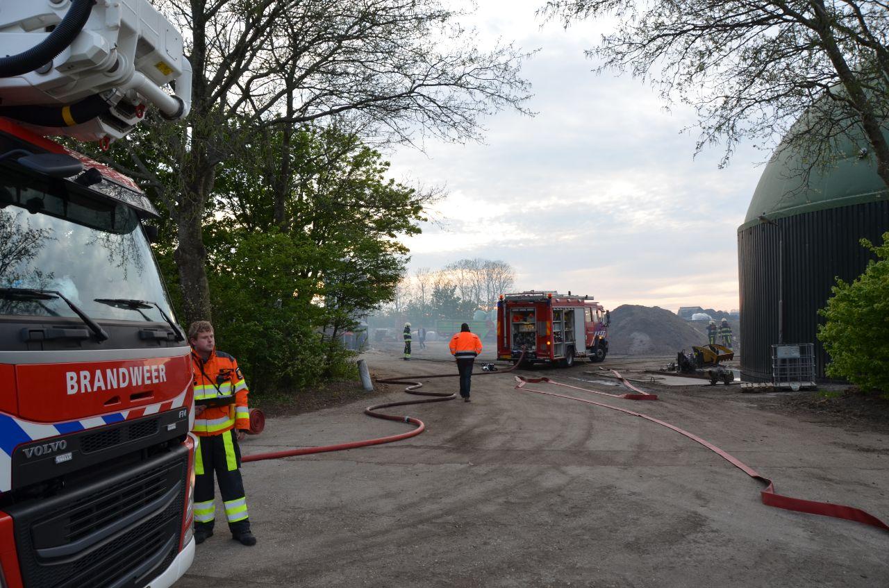 Brandweer in actie voor brand in mestsilo in Stiens