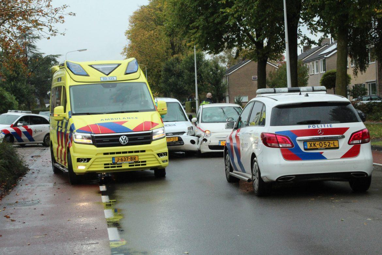 Twee personenauto's met elkaar in botsing aan de Zuiderdwarsvaart in Drachten
