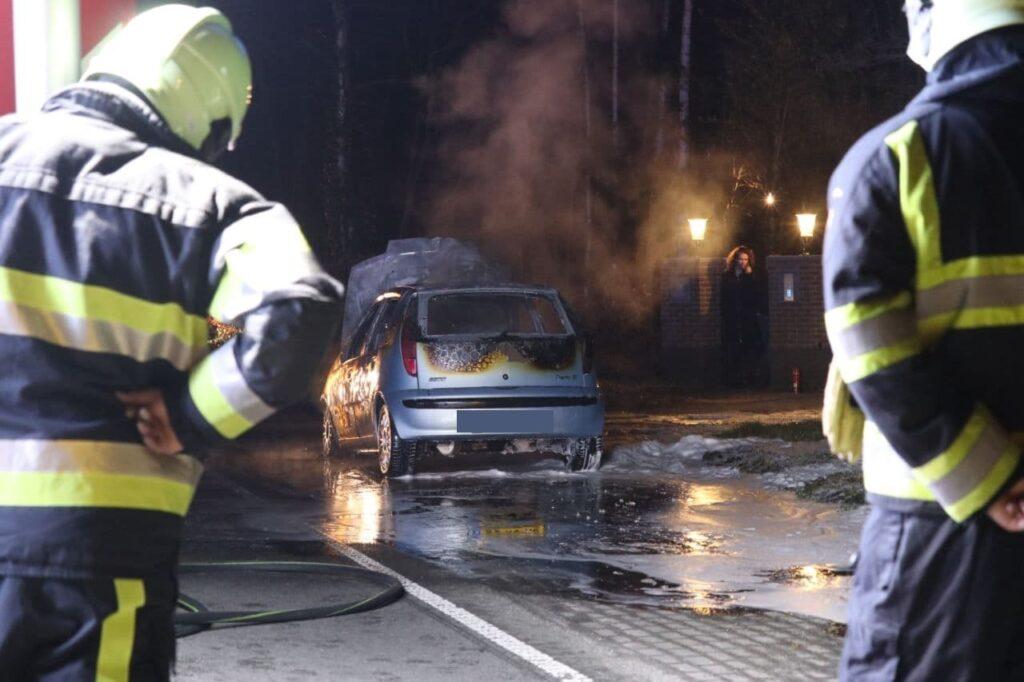Fiat volledig uitgebrand bij Surhuizum