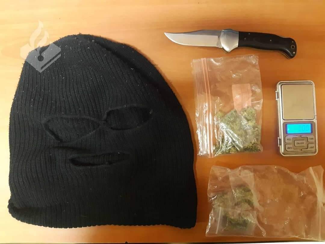 16-jarige opgepakt voor bezit van mes en bivakmuts en 9gram wiet in Drachten