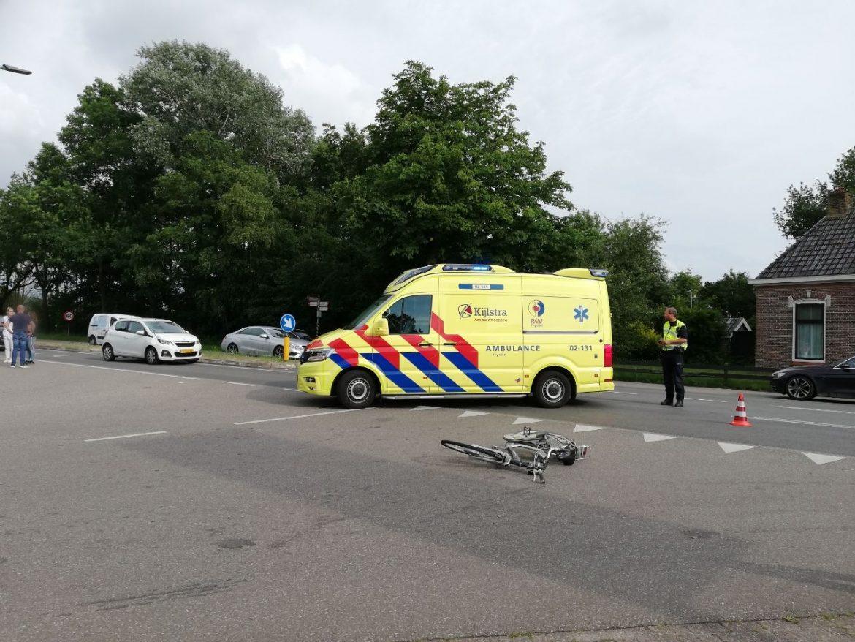 Fietster gewond overgebracht naar het ziekenhuis na verkeersongeval in Jistrum